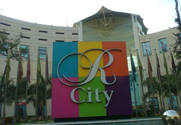 R City Ghatkopar Mall Entrance